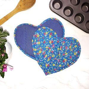 2/$25 🍄 Oma's Threads Handmade Oven Mitts (set)